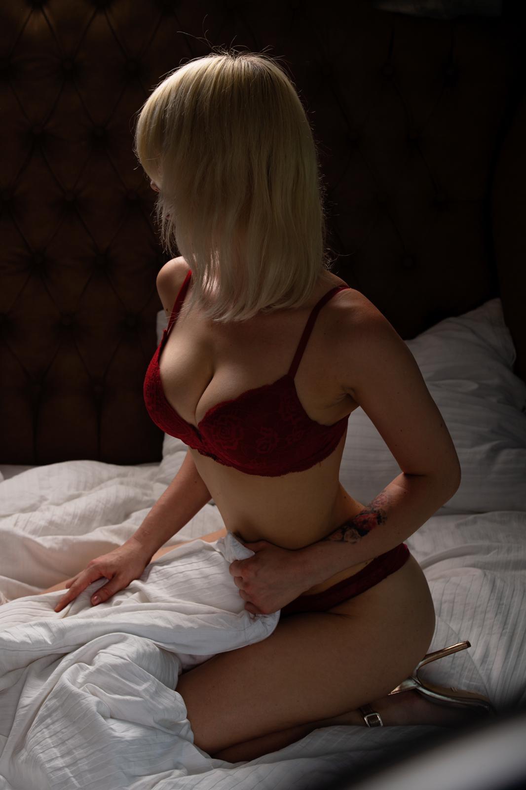 emma erotic massage Prague
