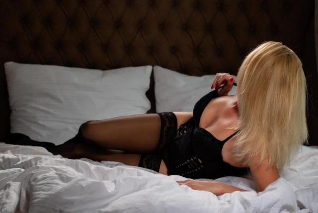 Jenifer erotic massage Prague